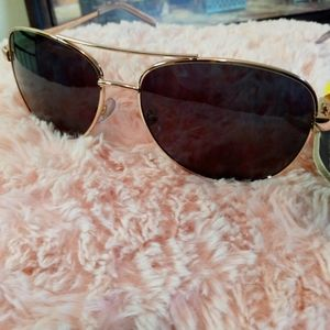 Polarized Foster Grant Aviator Sunglasses.